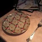 レストラン花の館 パラディ北野 - お花のモチーフの素敵なお皿・・・お店でお土産も買えばよかったな^^