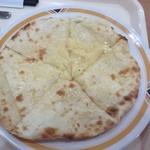 17030612 - チーズの量も少なくサイズも小さいです。