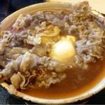 手打うどん 牛コロ 宮内 - 蓋オープン!ほんのりピンクの牛肉がニコッ(^^)