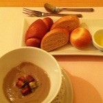 17035303 - 舞茸のポタージュと自家製パン3種