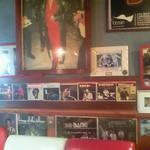 ジェービーズバー - 壁一面にジェームスブラウン
