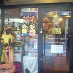 17040023 - 入り口に微笑みの国タイに相応しい、癒される絵が