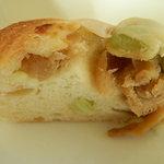 野菜居酒屋 玄気 - 切干大根と枝豆のパン 断面