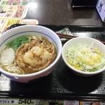なか卯 - かき揚げうどん390円+サラダ100円