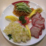 杏李 - 料理写真:【三種盛り合わせ前菜】 蒸し鶏のねぎ生姜ソースがけがお薦めです。