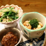 志ま平 - 前菜 (肉味噌、大豆の煮物・みそ豆、水菜とお揚げの炊いたん)