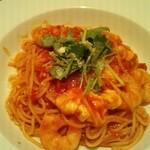 武蔵野食堂  - 海老とモッツァレラのトマトパスタ