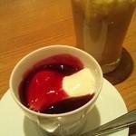 武蔵野食堂  - セットのパンナコッタとアイスカフェオレ