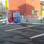 17054962 - 駐車場と看板