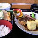 山賊鍋 - あら炊きランチ+100円小鉢