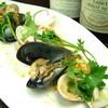 フレンチバル セレナ - 料理写真:ある日のシェフスペシャル【3種の貝と本シメジのワイン蒸し】720円
