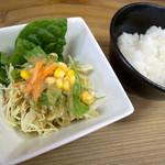 HIRO - 「ステーキラーメンセット」(1,449円)のサラダ。ご飯はセルフで。