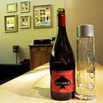 Wine Bar SPADE - お水とピノ・ノワール