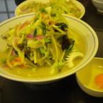 中華飯店 ながさこ - 生卵付きの、「上ちゃんぽん」950円。皿うどんが小さく見えます!(笑)