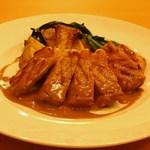 ボーノミイナ - 霧島豚ロース肉のグリエ ポルチーニ茸のソース
