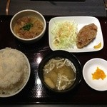 17064510 - 牛スジ煮込みとメンチの定食