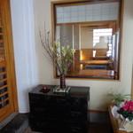 蕎麦や金の銀杏 - 玄関・古い箪笥