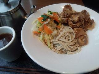kurkku 3 - 肉と野菜の蕎麦。
