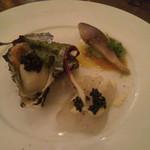 17074457 - 鮮魚のカルパッチョ 牡蠣も一緒に乗って来ました。