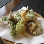 蕎麦CAFE 福 - 天ぷら400円 この時4月。