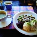 ギャオン - あずき抹茶ワッフルとコーヒー
