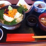 ふく万 - 日替わり生湯葉ウニ丼定食