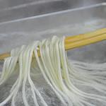 ひさ家 - 当店の麺は国産小麦粉(香川産)を使用。もちもち・しこしこ・のどごし感に加えうどん本来の風味・旨みも増しさらに、塩は沖縄の天然塩又海洋深層水のにがりを加えひさ家独自のうどんに仕上げています。