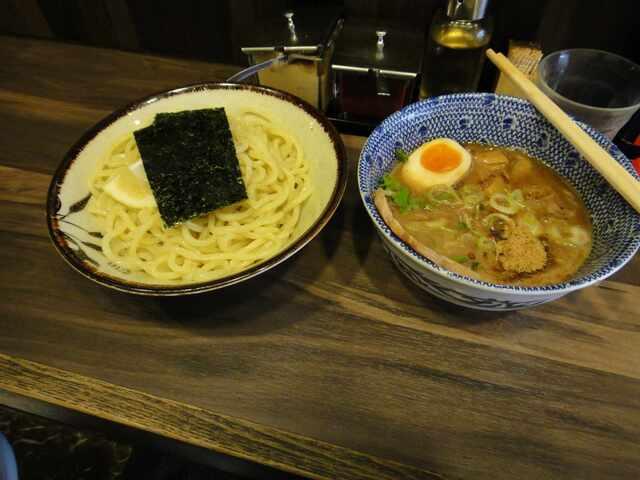 神田ラーメン わいず - 地鶏と煮干のつけ麺は旨味が濃いつけ汁が旨い