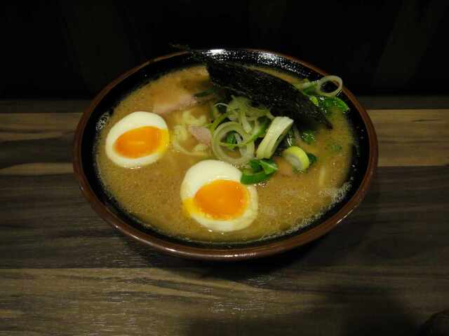 神田ラーメン わいず - 玉子麺