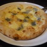 17082179 - ゴルゴンゾーラのピッツァ。