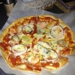 レインボーキッチン - 手作りピザ 小700円大1200円