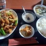 17084712 - 揚げ鶏肉とキャベツの黒胡椒炒め(800 円)