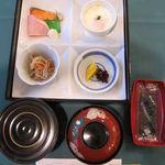 マルコポーロ - 料理写真:箱膳に入ったおかず、ご飯、味噌汁、海苔