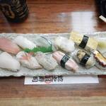 蛇之目寿司 - 季節限定(地魚)握りです。写真で見ると10貫+卵でした。