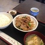 勝利軒食堂 - 肉炒め定食