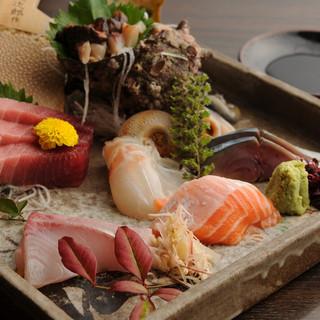 """市場直送新鮮""""旬の魚介類""""は毎日のオススメメニューで"""