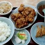 南ばん - 唐揚2個と揚げ餃子3個の定食900円