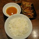 桜屋 - Bセットの餃子とライス