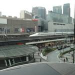 Skew - 店内からは有楽町の駅や新幹線を眺めることができます
