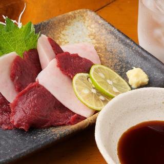 日本酒や焼酎と一緒に馬肉をご堪能下さい。