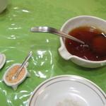 17100571 - 揚げワンタンの甘ソースと海老の殻粉?みたいな調味料