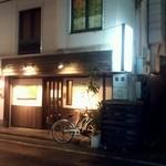 串焼 かしわや - 外観は、ワタシの好きな錦糸町のお店みたい?