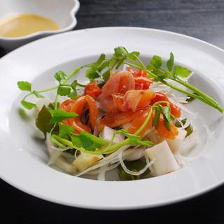 店主が家庭菜園で育てているから、野菜はすべてオーガニック。