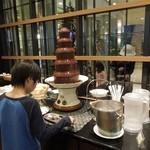 フィオーレ - 子供は嬉しいであろうチョコレートファウンテン(他家の子供です;;