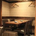 鉄板焼さくら - 1階のテーブル席 (2013/02)