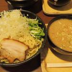 らー麺 もぐや - つけめん+味たまご+大盛 豚の背脂が入っています。