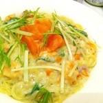 ROOTS - 【サーモンと水菜のクリームパスタ】濃厚なクリームソースは自慢の一品です!