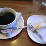 17119266 - 食後のコーヒーとケーキ