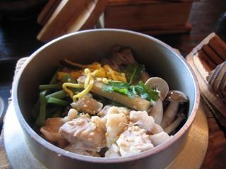 四季彩の月 - 鶏山菜釜めし