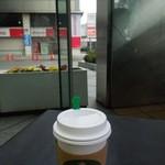 スターバックス・コーヒー - お一人様席に座って飲んでみたり